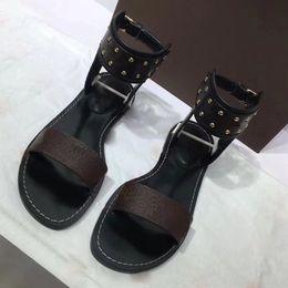 Nouveaux styles de bracelet en Ligne-Date Marque Femmes chaussures de chaussures Imprimer En Cuir Sandale Frappant Gladiator Style Designer En Cuir Parfait Plat Toile Sandale Plaine Si