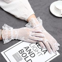 2020 guanti estivi moda New Fashion Women Guanti Sunscreen Ciclismo Lace Short Summer Five Finger Thin Gloves Nero Bianco Free Size Decorazione Accessori da sposa guanti estivi moda economici
