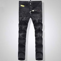 Calça euro on-line-Homens livres da forma do Euro preto Jeans Stretch Tidy Biker Denim Jean pintar dano local Slim Fit afligido calças de Cowboy homem amarelo Metal Patch