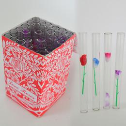 2019 amore vetro fiore rosa Tubo per tubo bruciatore olio con tubo in vetro rosa da 1 mm Tubi di vetro per fumatori con fiori di plastica Tubo di tabacco per mani da 4 pollici di lunghezza 36 pezzi / scatola amore vetro fiore rosa economici
