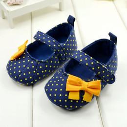 2019 blaue tupfenschuhe Neue Kleinkind Baby Mädchen Prinzessin Blau Polka Dot Weiche Sohle Krippe Schuhe Prewalker günstig blaue tupfenschuhe