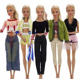 jouet de maison de poupée Promotion Choisissez au hasard 5 Ensembles Fashion Lady Tenues Casual Party Wear Blouse Pantalon Robe Vêtements Pour Poupée Accessoires Dollhouse Jouet