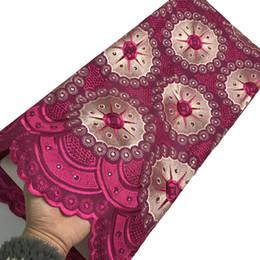 Grande merletto africano di cerimonia nuziale online-Fushcia tessuto di pizzo voile svizzero tessuto di pizzo africano di alta qualità tessuto di ricamo di grandi dimensioni in cotone nigeriano pietra abiti da sposa per le donne