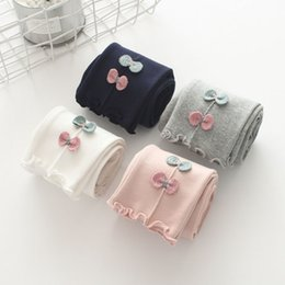 Wholesale Young Girls Clothing - 2018 hot sale spring new version of young children children clothes Bows adorn the lace to beat the underpants