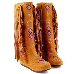 Invierno mujer borla de la rodilla botas de flecos para mujer botas para mujer causal sexy botas largas de cuero de gamuza plana zx577 desde fabricantes