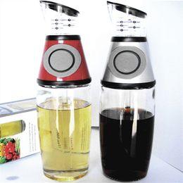 Pratique doseur Bouteille Type de pressage Huile de mesure Vinaigre Distributeur Presse Condiments mesurables Bouteille en verre Outils de cuisson ? partir de fabricateur