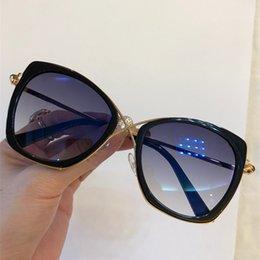 compteur de lunettes de soleil Promotion Lunettes de soleil de luxe 605 pour femmes Designer Counter forme rétro Vintage Protection UV Top qualité mode lunettes de soleil populaires viennent avec étui