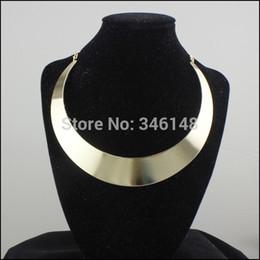 Chunky gold necklaces en Ligne-SN051 2015 Mode série alliage femmes déclaration collier grand argent court sans cou chunky tour de cou en or collier-dans colliers tour de cou.