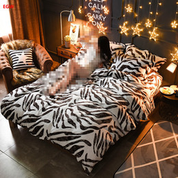 Wholesale Zebra Print Bedding King - Home textile Winter fleece bedding set zebra leopard printed king queen flannel duvet cover soft warm bedding bed sheet feather