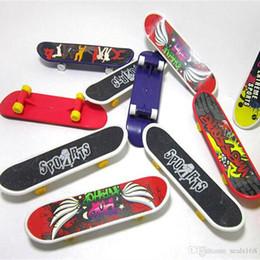 2019 giocattoli mini scooter Mini Finger Skateboard Fingerboard GIOCO Kid dito sport Scooter Skate Bomboniere giocattoli educativi regalo XHH7-1113 giocattoli mini scooter economici