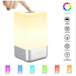 2019 morbido orologio Wakeup Light Alarm Clock LED ricarica USB Lampada colorata Night Lamp Warm Soft Light Show Time Sveglia all'ingrosso e al minuto A-665 morbido orologio economici