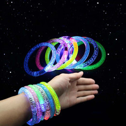 Blinkende blinkende armbänder online-LED-Armband leuchten blinkend Leuchtendes Armband Blinkendes Kristallarmband Party Disco Christmas