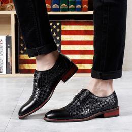 Conception de tissus d'habillement en Ligne-Style britannique hommes cuir armure classique affaires chaussures formelles bout pointu rétro Bullock Design hommes Oxford robe chaussures 5