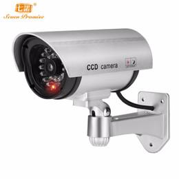 Luces de seguridad led intermitentes online-Falso al aire libre cámara IP wifi video de seguridad Vigilancia simulada cámara videocámara CCTV Mini LED parpadeante