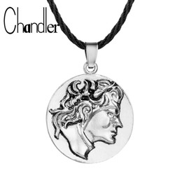 famous figures Coupons - Chandler Hot Figure Round Charm Necklaces For Women Men Memory Alloy Coliers Simple Classic Famous Person Rope Chain Bijoux