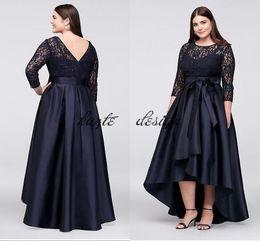 2019 темно-синий высокой низкой платья Темно-синий кружевной лиф плюс размер High-Low бальное платье мать невесты жениха платья 2018 скромный Половина рукава случаю выпускного вечера платье дешево темно-синий высокой низкой платья
