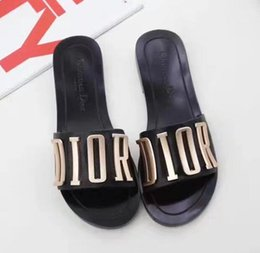 Wholesale hot hotels - 2018 HOT New Designer Luxury Designer Women Fashion Pearl Sandals Women Slippers Summer Sandals Casual Slippers Flip Flop with Box
