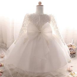 Зимнее платье для девочки с длинным рукавом Белые платья для крещения Девочка 1 год рождения Одежда для малышей Кружевное бальное платье для крестин от