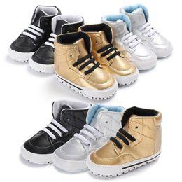 0ed8488e4a883 Baby shiny pu sneakers de mode de la mode des nourrissons couleur unie  marcheurs premier slip mignon sur des chaussures de bébé pour 0-12m