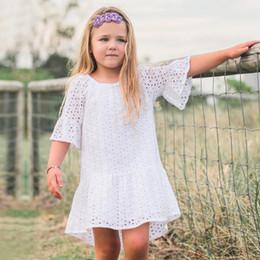 vestiti del manicotto del soffio per le ragazze Sconti 2018 Summer Girls Dresses White Hollow Out Lace Dress Girl Abbigliamento casual Abbigliamento per bambini Toddler Puff Sleeve Baby Dress Per 1-4years