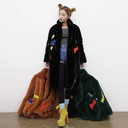 Argentina Nueva chaqueta de las mujeres 2018 largo cálido invierno faux fur coat ladies negro verde del ejército naranja bordado carta outwear capa femenina no552 supplier ladies embroidery jackets Suministro