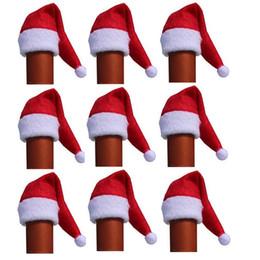 100pcs / lot Mini Noel Baba Şapka Şarap Şişesi Ev Yılbaşı Dekor için bardağı kapağı üst dekorasyon parti Sofra Decor Kapaklar nereden saç tokmak şeritleri tedarikçiler