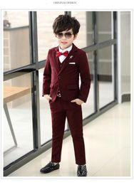 Bir Düğme Yüksek kalite Crimson Kid Komple Tasarımcı Yakışıklı Erkek Düğün Suit Boys 'Kıyafet Ismarlama (Ceket + Pantolon + Kravat + Yelek) Bir cheap one button suits for boys nereden erkek için bir düğme uygun tedarikçiler