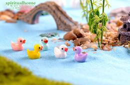 Pequeno amarelo pato boneca acessórios de brinquedo micro musgo paisagem decoração resina artesanato criativo decoration jewelr Boneca Acessórios de Fornecedores de boneca cílios atacado