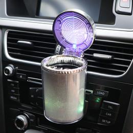 2019 fumaça do carro Cinzeiro do cigarro do carro LEVOU Cor Da Luz Mudando com Separável Suporte de Fumo Suporte para Copo de Armazenamento De Alta qualidade led fumaça do carro barato