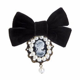 Wholesale pearl head dress - Fashion Women Simulated-pearl Bow Tie Vintage Cameo Lady Head Breastpin Girls Elegant Coat Dress Pin Jewelry Collar Pin Gifts
