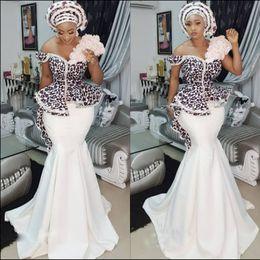2019 desgaste do partido do desenhador vestidos curtos pretos AsoEbi elegante Sereia Vestidos de Baile Sexy Off Ombro Lace Applique Peplum Dubai Vestidos de Festa Glamorous Satin Varrer Trem Vestidos de Noite
