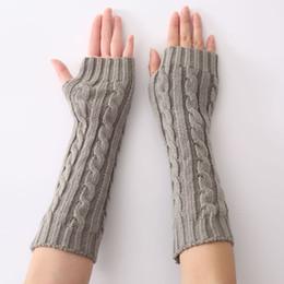 Deutschland Frauen halbe Handschuhe 2018 Herbst Winter warme feste Farben schwarz weiß grau Wolle gestrickte fingerlose Handschuhe Fäustlinge cheap white wool gloves Versorgung