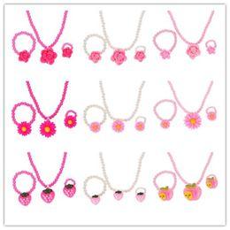 Erdbeerharz online-Mode Simulierte Perlen Kind Kid Schmuck Sets Harz Blume Erdbeere Apple Anhänger Halskette Armband Ring Geschenk Für Kind