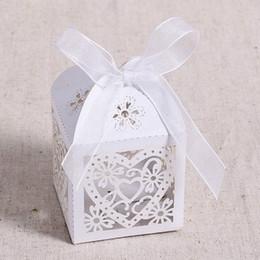 Gros chocolats en coeur en Ligne-Vente chaude en gros 50 Pcs / set de bonbons de mariage évider amour coeur partie de mariage chocolat multi couleur boîtes