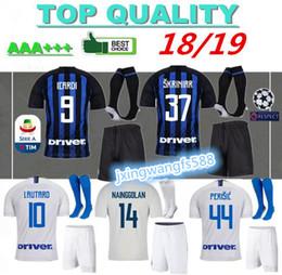 camisas de futebol Desconto 18 19 ICARDI Conjuntos de jersey de futebol +  meias CANDREVA NAINGGOLAN 8a2b857325ce0