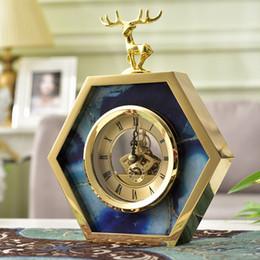2019 ornamenti orologi Decorativo semplice soggiorno Orologio Ornamenti per il desktop Decorazione della casa in metallo Camera da letto europea Retro Orologio Accesscories Orologi ornamenti orologi economici