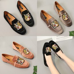 Wholesale Lady Star Toe - 2018 new Luxury brand tiger head rivets bong lady shoes insect Top Quality designer women diamonds stars animal designer lady 180118002
