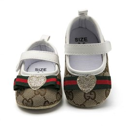 Sapatos de par on-line-1 par de sapatos de bebê bonito bowknot lantejoulas amor coração xadrez recém-nascidos meninas lona primeiro caminhante shoes infantil prewalker shoes 0-1 t