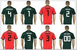 Mexiko Männer # 1 Jose de Jesus Corona 2 Nestor Araujo 3 Carlos Salcedo 4 Rafael Marquez Fußballhemden Uniformen Kundenspezifische Fußball Jerseys billig von Fabrikanten