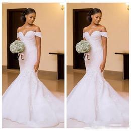 2019 estilos de encaje de boda blanco nigeriano Mujeres negras africanas 2018 sirena vestidos de novia vestidos de novia fuera del hombro apliques de encaje delgado hermosas señoras Vestidos