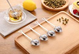 Cerraduras en forma de corazón online-En forma de corazón infusor de té Mesh Ball Colador Inoxidable Herbal Locking Infuser Cuchara Filtro creativo Tea Strainers herramientas de té Sazonador de filtro