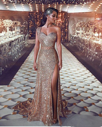 sexy plus size evening dresses champagne Promo Codes - Luxurious 2019 Arabic Split Bling Bling Evening Dresses One Shoulder Beaded Crystals Sequins Prom Dresses Sparkly Sexy Formal Party Gowns