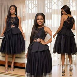 Abito nero vedere attraverso le linee online-Sexy Black Keen Lunghezza Prom Abiti gioiello Peplo Pizzo e Tulle Vedi attraverso Cocktail Party Dress Una linea Homecoming Dress Cheap Gowns