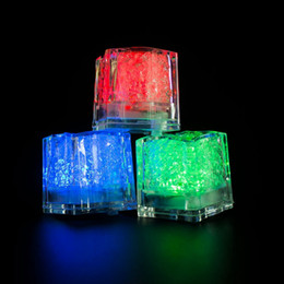 2019 favores de la rosa azul Mini Romántico Luminoso LED Ice Cube Artificial Flash Light 2.8cm Espumoso LED Ice Cubes Festivo Fiesta de Boda Decoración de Navidad ISL01