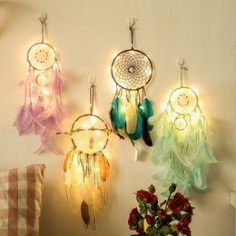 Wholesale Hecho a mano indio Dream Catcher Creative Lighting Feather Dream Catcher Wind Chimes Iluminación de lujo estilo indio colgante de plumas