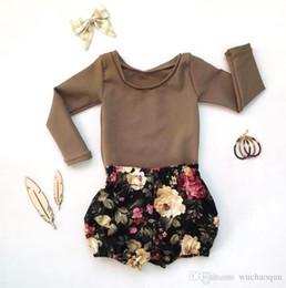 aa02cb819824b 2018 T-shirt à manches longues pour bébé filles Ensembles 2pcs T-shirt  marron + Short en dentelle à fleurs noir pour les enfants short marron  enfant pas ...