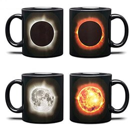 Canecas de mudança de calor on-line-Criativo Copo de Água Eclipse Solar Calor Mudando Caneca De Cerâmica Coffee Tumbler Com Alça de Presente de Aniversário Novo 16jk C