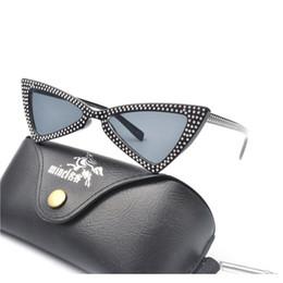 Сексуальные черные женские очки онлайн-женщины sexy ретро cat eye солнцезащитные очки маленький красный черный 2018 треугольник старинные роскошные алмазные солнцезащитные очки женский партия очки FML