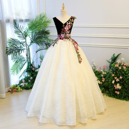 Wholesale New Year Vintage Dresses - 2018 New Arrival Beaded Embroidery Quinceanera Dresses Ball Gown Cheap Corset Long Prom Dresses Debutante Party Gowns 15 Years Dress USA UK