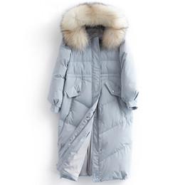 guarnição real do capuz de pele Desconto Para baixo mulheres casaco de inverno grosso quente 90% pato branco para baixo jaqueta feminina real pele de guaxinim guarnição capô design de moda NPI 81029A